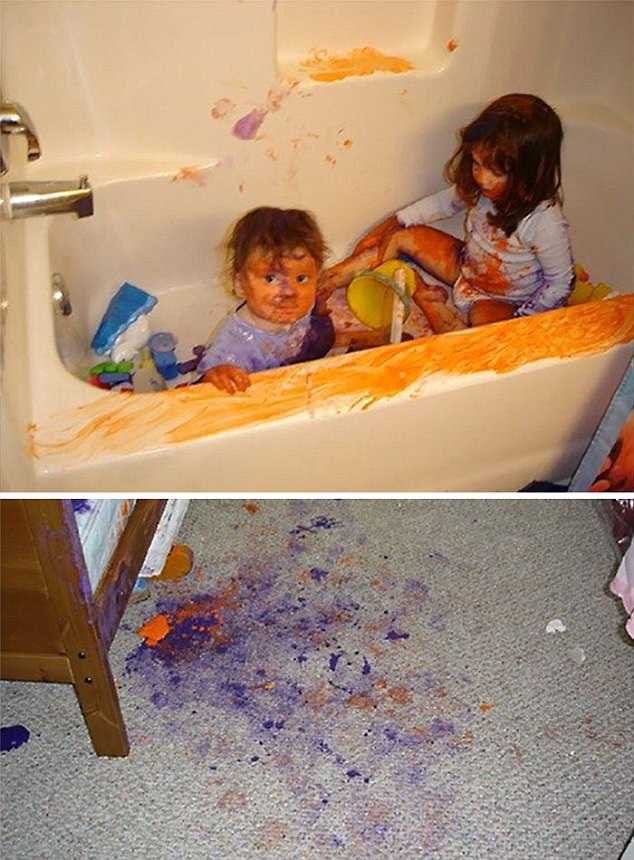 Sau khi làm mọi thứ tanh tành bành, hai bé bị yêu cầu ngồi trong bồn tắm