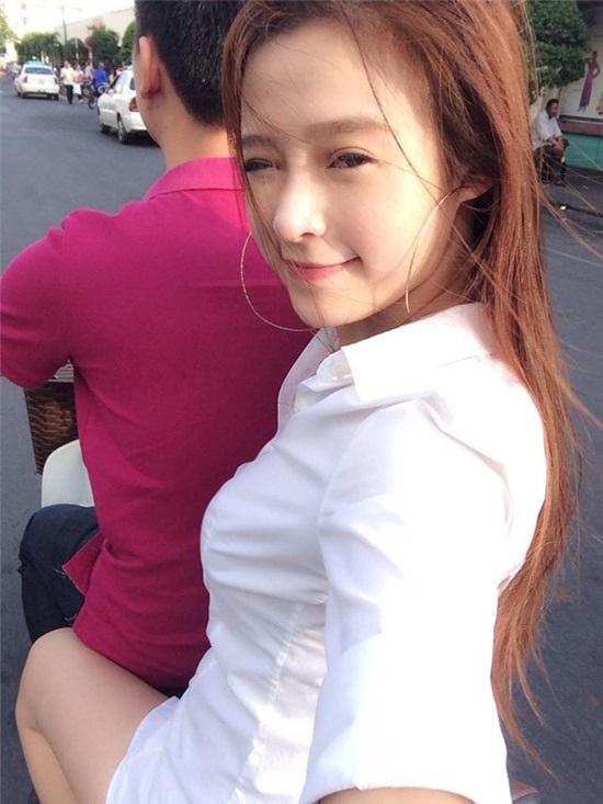 Bức ảnh Quang Huy chở vợ trên xe đạp vô cùng ngọt ngào, lãng mạn