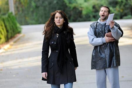 """Jennifer Lawrence và Bradley Cooper chắc chắn là cặp đôi nhiều duyên nợ nhất trên màn ảnh Hollywood khi nàng """"dị nhân Mystique"""" cùng """"chú chồn Rocket Raccoon"""" đã từng hợp tác với nhau trong hàng loạt bộ phim như """"Silver linings playbook"""" (2011), """"American hustle"""" (2013) hay """"Joy"""" (2015)"""