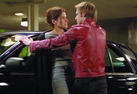 """Khi cùng góp mặt trong dự án """"Murder by Numbers"""" hồi năm 2002, Ryan Gosling đã bí mật hẹn hò với Sandra Bullock. Cặp sao đã qua lại trong khoảnh một năm nhưng chưa từng """"bật mí"""" về mối tình này."""