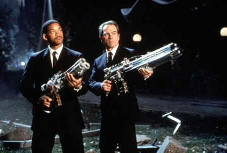 """Màn kết hợp ăn ý giữa Will Smith và Tommy Lee Jones đã giúp cho bộ phim """"Men in Black"""" gặt hái được thành công rực rỡ khi ra mắt vào mùa hè năm 1997."""