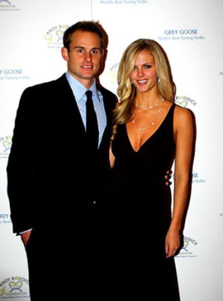 Brooklyn Decker và Andy Roddick đã làm đám cưới với nhau hồi tháng 4/2009 và cho đến nay vẫn hết sức gắn bó bên nhau.