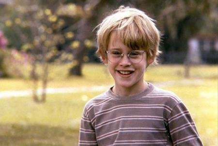 """Dù bây giờ không còn duy trì được hào quang như ngày nhỏ nhưng Macaulay Culkin vẫn là một trong những sao nhí thành công nhất tại Hollywood. Macaulay Culkin chính là diễn viên nhí đầu tiên chạm tới cột mốc cát-xê 1 triệu đô la Mỹ khi tham gia vào bộ phim """"My girl""""."""