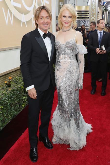 """Nicole Kidman lúc nào cũng đẹp lộng lẫy trước ống kính nhưng khi đứng bên cạnh ông xã Keith Urban, """"thiên nga nước Úc"""" trông vừa đằm thắm mặn mà lại vừa hạnh phúc tột bậc"""