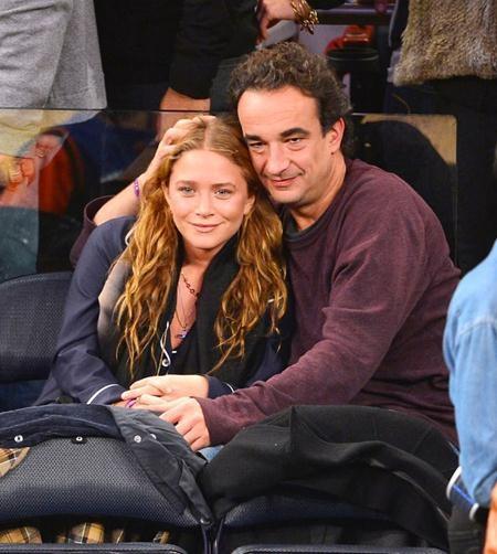 Hồi năm 2015, Mary-Kate Olsen đã khiến cả Hollywood xôn xao khi kết hôn với Olivier Sarkozy, người hơn cô tới 17 tuổi