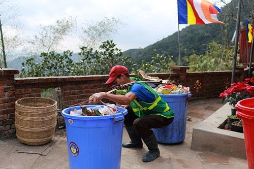 Nhọc nhằn nghề gánh rác nơi lưng chừng trời Yên Tử - 3