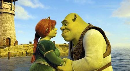"""Đảo lộn cả mô-tip cổ tích thông thường, bộ phim hoạt hình kinh điển """"Shrek"""" (2001) đưa người xem đi từ bất ngờ này tới bất ngờ khác và kết thúc đầy lắng đọng với dư vị ngọt ngào của tình yêu"""