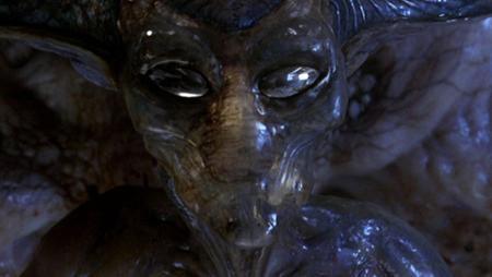 """Bom tấn hành động """"Independence day"""" (1996) cũng gây được ấn tượng mạnh mẽ với hình tượng người ngoài hành tinh vô cùng đáng sợ và nguy hiểm"""