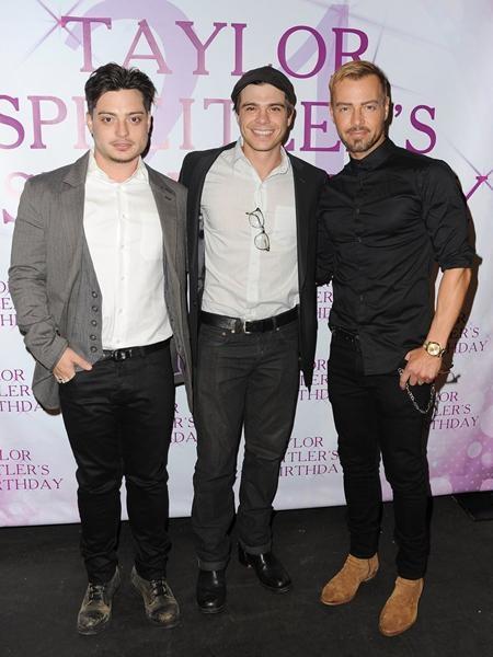 """Khi Joey Lawrence đóng bộ phim hài """"Melissa & Joey"""", hai người anh em của nam tài tử là Matthew và Andrew cũng đã tham gia với vai trò khách mời"""