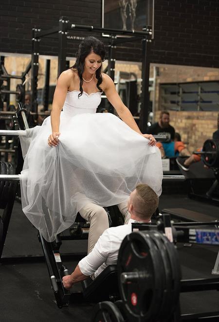 Cả hai đều không thích đám cưới lớn nên quyết định kết hôn bất ngờ để bớt căng thẳng