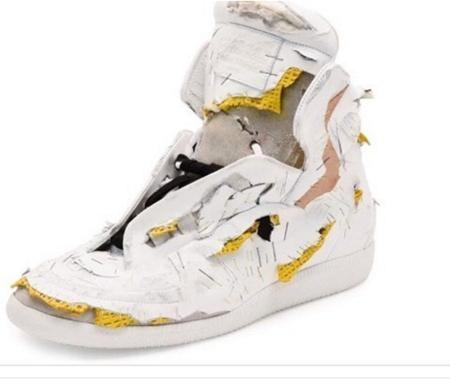 Nghe có vẻ khó tin nhưng đôi giày này đáng giá tới 1.500 đô la Mỹ