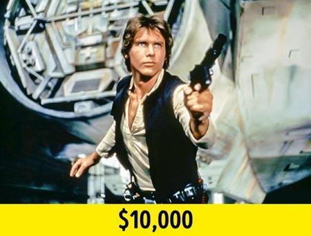 """Hồi tham gia phần phim """"Star wars"""" đầu tiên, Harrison Ford được trả 10.000 đô la Mỹ. Dù vậy, nam tài tử đã gặt hái được vô số thành công với loạt phim này và đến khi tham gia phần phim """"Star wars"""" thứ 7, mức thù lao của Harrison Ford đã lên tới 25 triệu đô la Mỹ."""