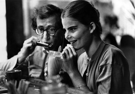 """Trong phim """"Manhattan"""" (1979), Woody Allen đã có một mối lương duyên trên màn ảnh cùng Mariel Hemingway bất chấp chuyện cả hai hơn kém nhau tới 26 tuổi."""