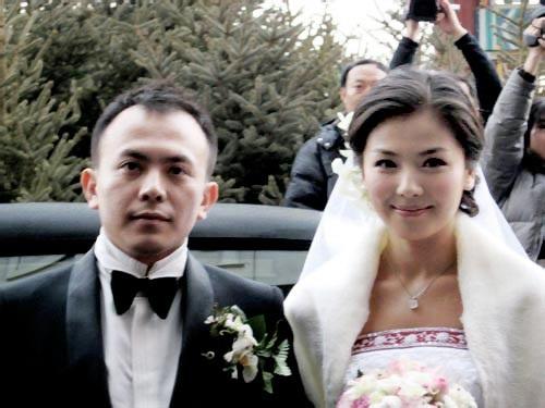 Gặp gỡ và kết hôn chỉ vẻn vẹn sau 20 ngày, cuộc hôn nhân thứ hai của Vương Kha tốn không ít giấy mực của truyền thông