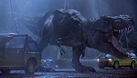 """Cuốn """"Jurassic park"""" của Michael Crichton sớm đã gắn bó với các thế hệ tuổi thơ. Dù vậy, khi được đạo diễn Steven Spielberg chuyển thể lên phim thì """"Jurassic park"""" đã thực sự trở thành một hiện tượng kinh điển và khiến cho vô vàn khán giả phải trầm trồ say mê."""