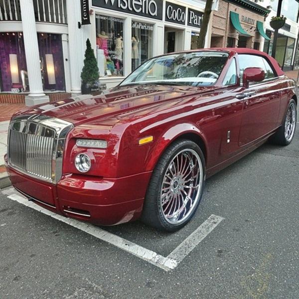 Là một khách hàng thân thiết của Rolls – Royce, năm 2009, Michael Fux và thương hiệu này đã hợp tác chế tạo nên chiếc xe hơi thể hiện phong cách cá nhân đặc trưng của ngài tỷ phú, mang tên Fux Candy Red.