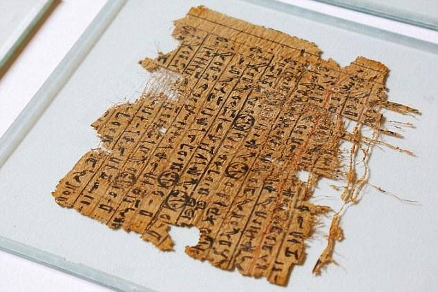 Giấy cổ papyrus hé lộ bí mật về việc xây dựng kim tự tháp.