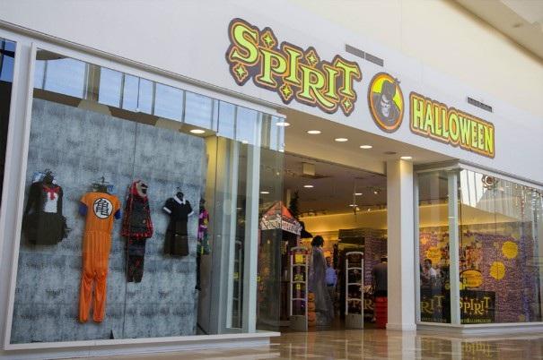 Một cửa hàng pop-up bán đồ Halloween ở Mỹ cũng nhộn nhịp không kém