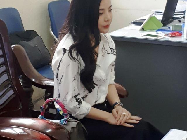 Bà Nguyễn Thu Trang làm việc tại cơ quan chức năng (ảnh: PL)