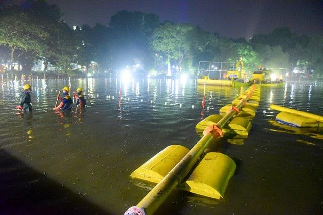 Gần 200 công nhân trắng đêm nạo vét hồ Hoàn Kiếm - 11