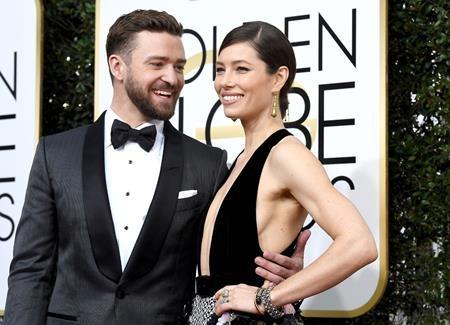 Justin Timberlake và Jessica Biel lại thêm một lần khiến các fan phát hờn vì ghen tị trước những khoảnh khắc ngọt ngào mà cả hai dành cho nhau tại lễ trao giải Quả cầu vàng