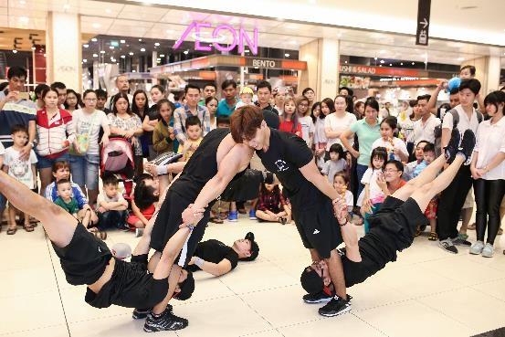 Màn trình diễn street work out đẹp mắt tại gian hàng Toyota Fortuner