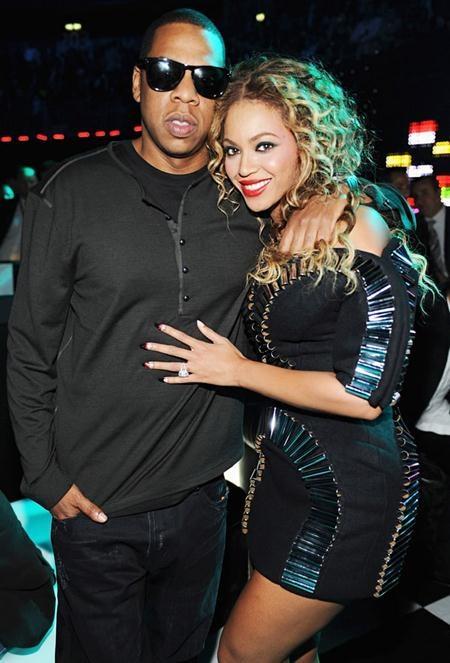 Dù hôn lễ giữa Beyonce và Jay Z diễn ra trong vòng bí mật nhưng chiếc nhẫn kim cương 18 carat có giá hơn 5 triệu đô la Mỹ của Queen Bey vẫn trở nên vô cùng nổi tiếng trong làng giải trí