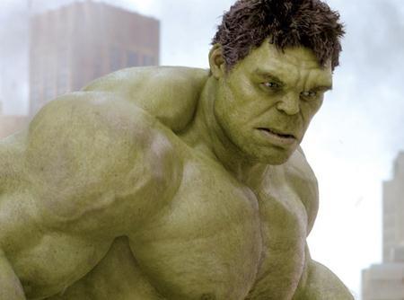 """Với nét mặt điềm đạm cũng lối diễn xuất bình tĩnh, trầm ổn, khá nhiều người cảm thấy bất ngờ khi Mark Ruffalo thể hiện rất thành công vai diễn người khổng lồ xanh giận dữ Hulk trong hai phần phim """"The Avengers""""."""