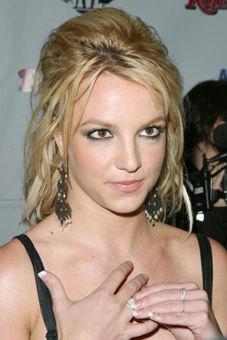… hay trong lúc dự tiệc thì vẻ bề ngoài xinh đẹp, cá tính của Britney Spears đều rất được lòng người hâm mộ