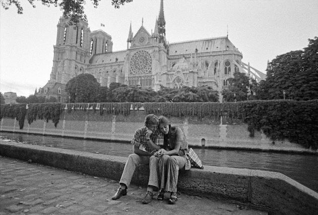 Lãng mạn những bức ảnh về nụ hôn dọc bờ sôngSeine - 9