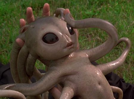 """Nhắc đến người ngoài hành tinh, không thể không nhớ về hình ảnh em bé người ngoài hành tinh đầy ấn tượng trong bộ phim """"Men in Black"""" (1997)"""