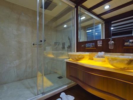 Phòng tắm và bồn rửa vừa trang nhã vừa hiện đại