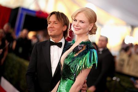 """Hồi năm 2010, Nicole Kidman cũng đã cùng ông xã Keith Urban """"ém nhẹm"""" chuyện nhờ người mang thai hộ và sinh hạ bé Faith."""