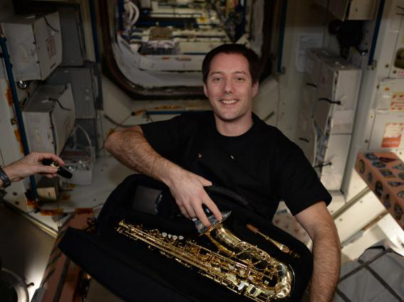 Những bức ảnh ngộ nghĩnh về cuộc sống của các phi hành gia trong không gian - 9