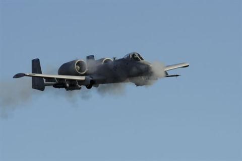 9 máy bay ném bom mạnh hơn máy bay tiêm kích - 9