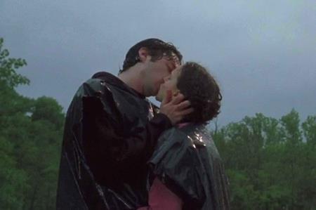 """""""Thiên nga đen"""" Natalie Portman cũng từng nồng nàn, cháy bỏng trong một cảnh hôn của """"Garden state"""" hồi năm 2004"""