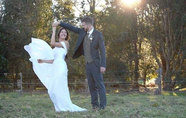 Melanie và Joseph quen nhau từ trung học nhưng đến năm 2013 mới trở thành người yêu