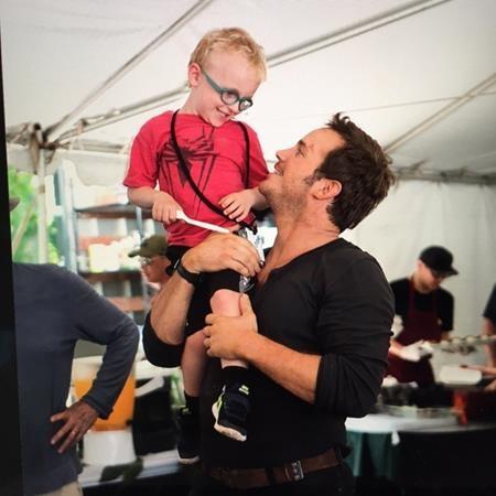 Chris Pratt hiếm khi công khai chia sẻ về con mình nhưng người hâm mộ vẫn có thể tìm được những khoảnh khắc hạnh phúc của hai cha con.