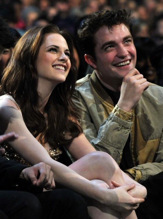 Kristen Stewart và Robert Pattinson từng có màn quay trở lại với nhau dù đã chia tay nhưng rồi lại đường ai nấy đi khi phim kết thúc