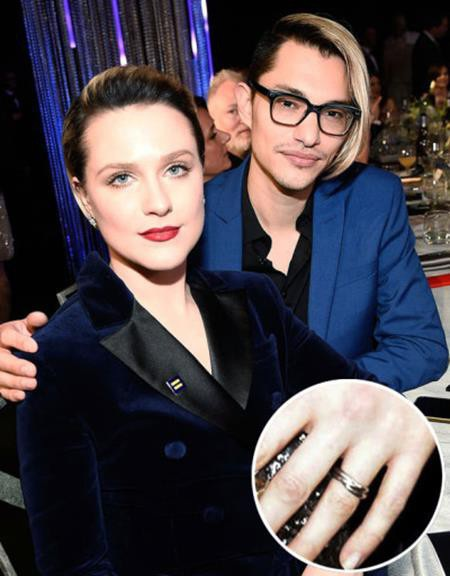 Hồi đầu năm nay, khi tham gia lễ trao giải SAG Awards, Evan Rachel Wood đã khiến các fans hâm mộ trầm trồ không ngớt với một chiếc nhẫn đính hôn lấp lánh.