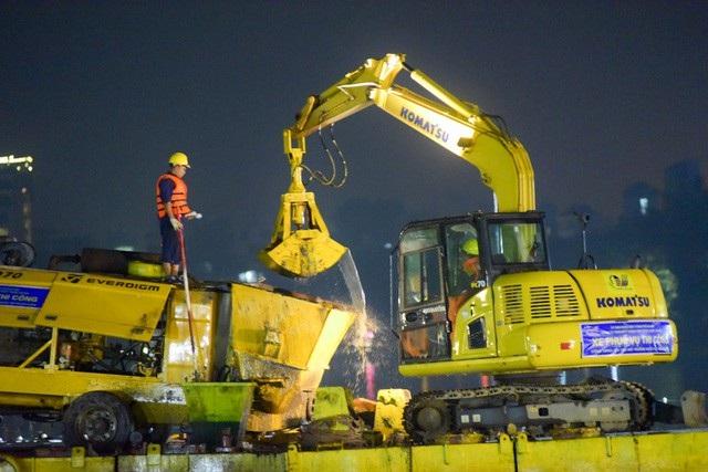 Gần 200 công nhân trắng đêm nạo vét hồ Hoàn Kiếm - 6