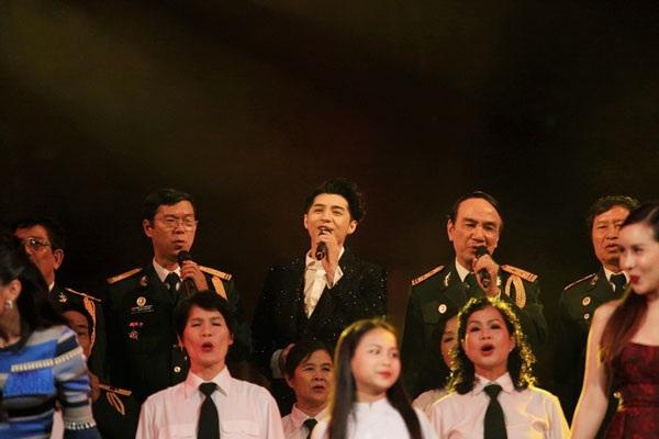 Là ca sĩ nổi tiếng với dòng nhạc trẻ nhưng Noo Phước Thịnh cũng gây chú ý không kém các ca sĩ đàn anh, đàn chị, thuyết phục được kể cả khán giả khó tính khi thể hiện những ca khúc kinh điển của dòng nhạc cách mạng.