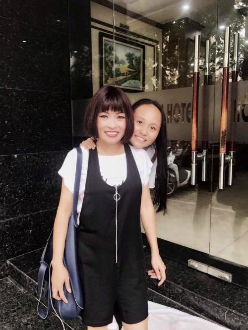 Phương Thanh bật mí cô mượn đồ con gái - bé Gà, và hai mẹ con cùng nhau dạo phố Hà Nội.