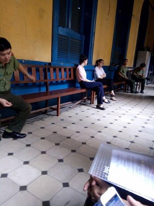 Hai bị cáo Phương Nga và Thùy Dung trước phiên xử chiều nay (29/6)
