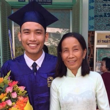 Cô Phan Thị Ngọc Hạnh luôn là chỗ dựa tinh thần cho Sơn.