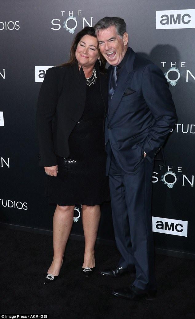 Tài tử từng thủ vai James Bond rạng nời hạnh phúc bên người vợ mà ông kết hôn vào năm 2001