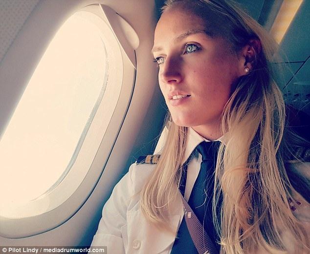 Cuộc sống như mơ của nữ phi công xinh đẹp - 3