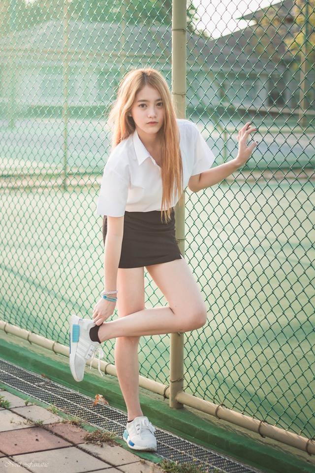 Dù những bức ảnh Pimploy đăng tải lên mạng xã hội không quá cầu kì nhưng các fans của cô rất thích vẻ đẹp trong sáng của Pimploy, nhất là khi cô mặc đồng phục học sinh.