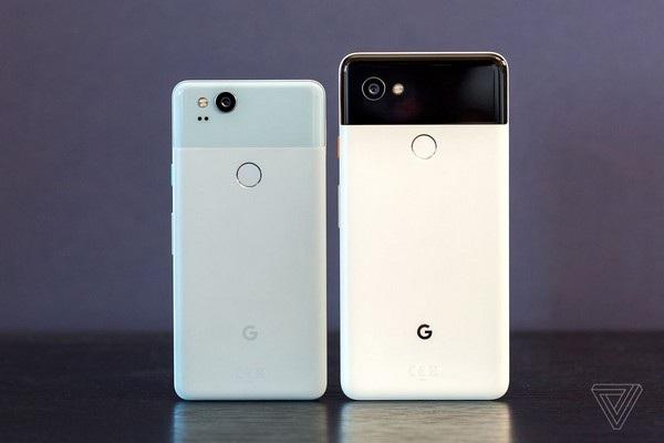 Mặt lưng của bộ đôi Pixel mới vẫn có 2 phần riêng biệt, tuy nhiên phần kính cường lực phía trên đã được thu nhỏ lại