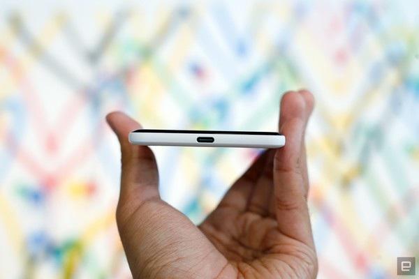 Cổng USB Type-C ở cạnh dưới